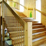 Erøyvik Trevare - Stor trapp med parkettmønster i eik
