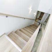 Erøyvik Trevare as - Moderne trapp i eike